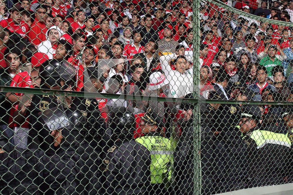 Toluca, Mex.- Aficionados durante el partido entre los Diablos Rojos del Toluca y Lobos BUAP en donde el equipo escarlata sufri&oacute;  con un marcador de 1-3, juego correspondiente a la fecha uno de la Copa MX. Agencia MVT / Jos&eacute; Hern&aacute;ndez. (DIGITAL)<br /> <br /> NO ARCHIVAR - NO ARCHIVE