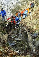 Castelvecchio Pascoli , 100207 , Extremenduro Hellsgate  In jedem Fruehjahr wird in Italien das haerteste Endurorennen der Welt veranstaltet. Es heisst -Hellsgate-.  Im Foto: Fahrer passieren den sogennaten Salamandertrail