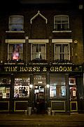 HORSE&GROOM PUB, .28, Curtain Road, EC2.Tube: Liverpool Street (Central line).Tel: 0044(0)2075039421.Web: www.thehorseandgroom.net.E-mail: info@thehorseandgroom.net.EVENTI: nel cuore della zona trendy di Shoreditch nella City, Horse&Groom pub si distingue per la sua doppia personalita': durante la settimana e' un pub frequentato dalla gente che lavora neli uffici circostanti e dal venerdi al sabato si trasforma in una vera discoteca con un eccellente sound system. orario di chiusura fine settimana 2am.