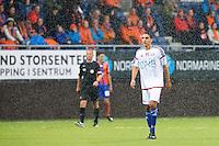 Eliteserien fotball 2015: Aalesund - Vålerenga. Vålerengas Mohammed Abdellaoue i regnværet under eliteseriekampen mellom Aalesund og Vålerenga på Color Line Stadion.