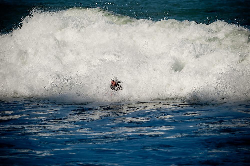 MT Surfing Breaker Bay 26-7-11..Photo by Mark Tantrum | www.marktantrum.com