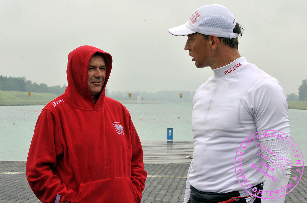 (L) TRAINER COACH ALEKSANDER WOJCIECHOWSKI & (R) MICHAL JELINSKI (POLAND) ON PONTOON DURING REGATTA ROWING WORLD CUP IN MUNICH, GERMANY...GERMANY , MUNICH , JUNE 16, 2010..( PHOTO BY ADAM NURKIEWICZ / MEDIASPORT )..PICTURE ALSO AVAIBLE IN RAW OR TIFF FORMAT ON SPECIAL REQUEST.