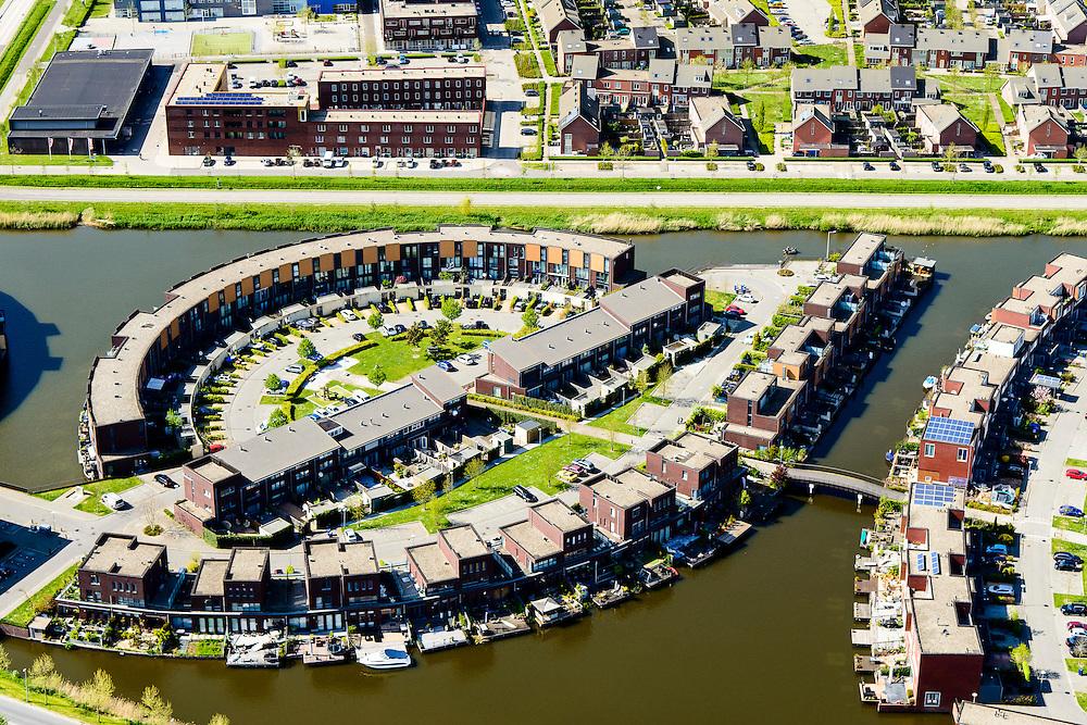 Nederland, Flevoland, Almere, 07-05-2015;  Almere-Buiten, Stripheldenbuurt,  eengezinswoningen en stadsvilla's.<br /> Stripheldenbuurt (Comic Book Heroes Area), town houses and urban villas.<br /> luchtfoto (toeslag op standard tarieven);<br /> aerial photo (additional fee required);<br /> copyright foto/photo Siebe Swart
