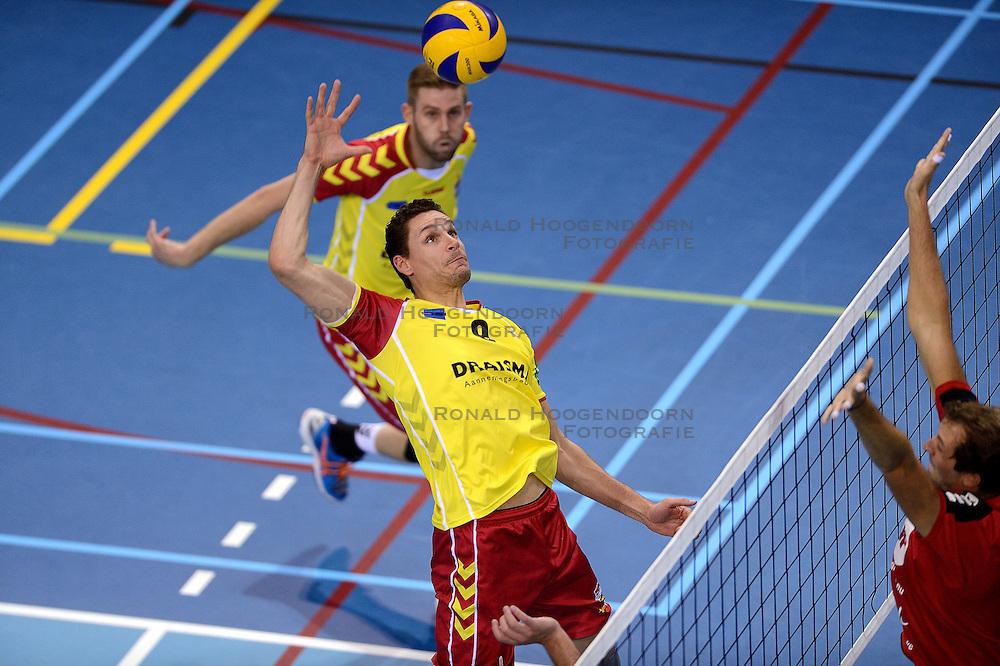 18-10-2014 NED: Draisma Dynamo - Prins/VCV, Apeldoorn<br /> VCV verslaat Dynamo met 3-2 / Renzo Verschuren