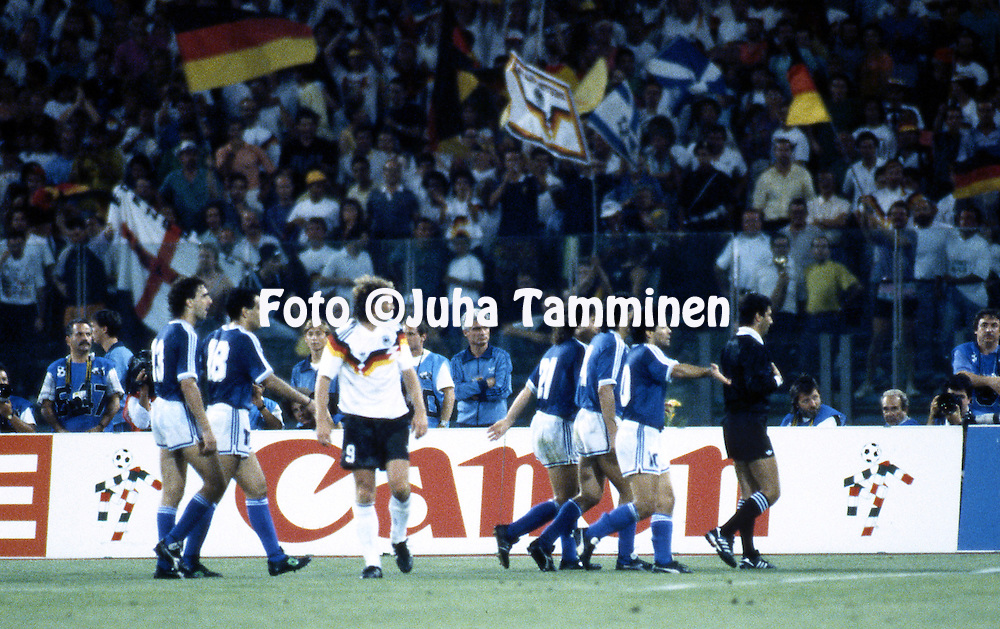 FIFA World Cup - Italia 1990<br /> Stadio Olimpico, Rome, Italy.<br /> Final Argentina v West Germany.<br /> Argentinian players protest the penalty decision, but the referee Edgardo Codesal Mendez (Mexico) has made his decision. Behind him Diego Maradona, Jose Basualdo and Pedro Troglio.