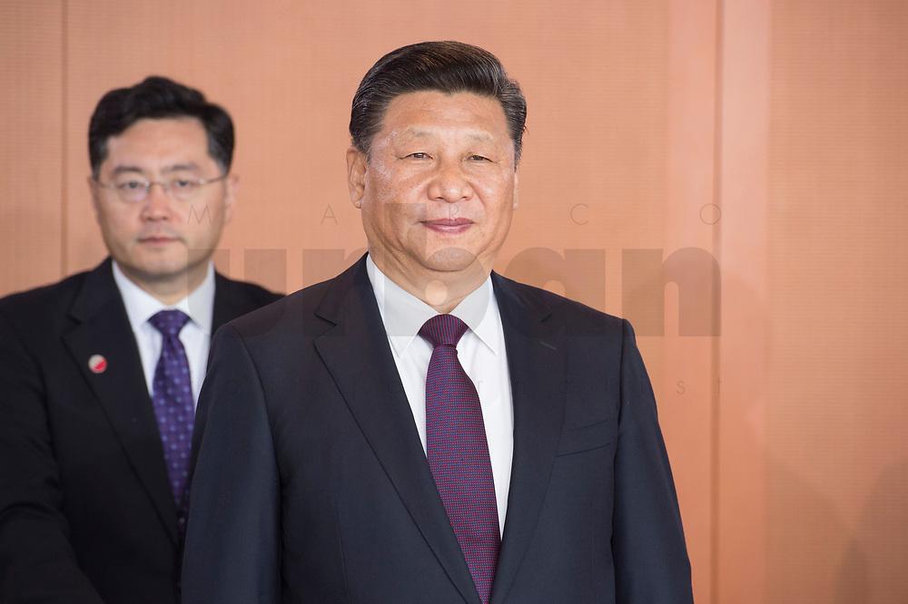05 JUL 2017, BERLIN/GERMANY:<br /> Xi Jinping, Staatspraesident der Volksrepublik China, zu Beginn eines Treffens mit Bundeskanzlerin M erkel, Kleiner Kabinettsaal, Bundeskanzleramt<br /> IMAGE: 20170705-01-005