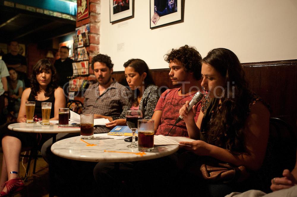 """Barranco. Reading of poetry """"Por el pez en la pecera"""", Bar 108 Las Ermitas"""