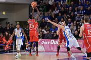 DESCRIZIONE : Sassari LegaBasket Serie A 2015-2016 Dinamo Banco di Sardegna Sassari - Giorgio Tesi Group Pistoia<br /> GIOCATORE : Ronald Moore<br /> CATEGORIA : Tiro Tre Punti Three Point Controcampo Ritardo<br /> SQUADRA : Giorgio Tesi Group Pistoia<br /> EVENTO : LegaBasket Serie A 2015-2016<br /> GARA : Dinamo Banco di Sardegna Sassari - Giorgio Tesi Group Pistoia<br /> DATA : 27/12/2015<br /> SPORT : Pallacanestro<br /> AUTORE : Agenzia Ciamillo-Castoria/L.Canu