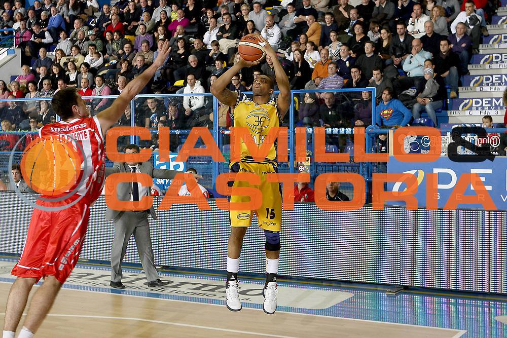 DESCRIZIONE : Porto San Giorgio Lega A 2010-11 Fabi Montegranaro Banca Tercas Teramo<br /> GIOCATORE : Allan Ray<br /> SQUADRA : Fabi Montegranaro<br /> EVENTO : Campionato Lega A 2010-2011<br /> GARA : Fabi Montegranaro Banca Tercas Teramo<br /> DATA : 02/01/2011<br /> CATEGORIA : tiro<br /> SPORT : Pallacanestro<br /> AUTORE : Agenzia Ciamillo-Castoria/C.De Massis<br /> Galleria : Lega Basket A 2010-2011<br /> Fotonotizia : Porto San Giorgio Lega A 2010-11 Fabi Montegranaro Banca Tercas Teramo<br /> Predefinita :