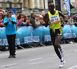 18.04.2010, Wien, AUT, Vienna City Marathon 2010, im Bild der spätere Sieger Sugut Henry aus Kenia 1 KM vor dem Ziel,  EXPA Pictures © 2010, PhotoCredit: EXPA/ T. Haumer / SPORTIDA PHOTO AGENCY