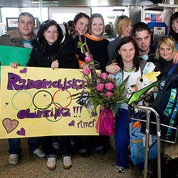 20100225: SLO, Arrival of Slovenian alpine and cross skiers to Brnik