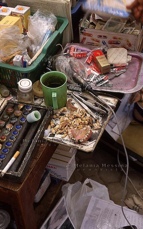 Indonesia, Java island:working table of the healer Pak Iwo.<br /> Indonesia, Giava: tavolo e strumenti di lavoro del guaritore Pak Iwo