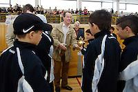 "23 APR 2006, BERLIN/GERMANY:<br /> Franz Muentefering, SPD, Bundesarbeitsminister, waehrend  der Siegerehrung, Kiez-Fussballturnier ""Xhain kickt"", 3. SPD Fussballturnier fuer E-Jugend mit acht Mannschaften aus Friedrichshain-Kreuzberg, Lobeckhalle, Berlin-Kreuzberg<br /> IMAGE: 20060423-01-027<br /> KEYWORDS: Fußball"