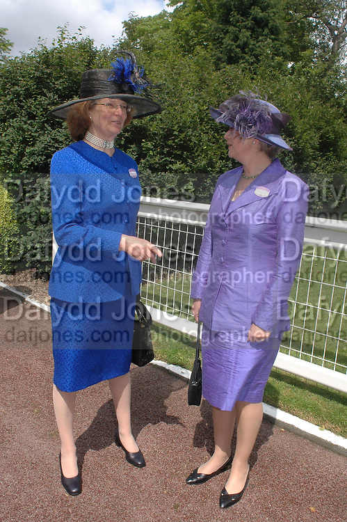 Mrs. Amanda Dixon and Mrs. Thomas Blake. Royal Ascot Race meeting Ascot at York. Tuesday 14 June 2005. ONE TIME USE ONLY - DO NOT ARCHIVE  © Copyright Photograph by Dafydd Jones 66 Stockwell Park Rd. London SW9 0DA Tel 020 7733 0108 www.dafjones.com