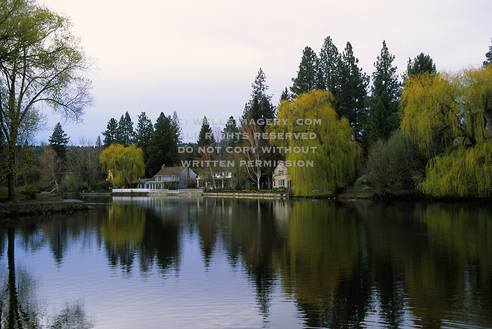 Image of homes along the Deschutes River in Bend, Oregon, Pacific Northwest