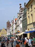 Krämerstraße, Nicolaikirche, Altstadt, Wismar, Mecklenburg-Vorpommern, Deutschland | Krämer Street, old town, Wismar, Mecklenburg-Vorpommern, Germany