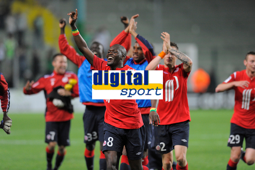FOOTBALL - FRENCH CHAMPIONSHIP 2010/2011 - L1 - AS SAINT ETIENNE v LILLE OSC - 10/05/2011 - PHOTO JEAN MARIE HERVIO / DPPI - JOY MOUSSA SOW (LOSC) AT THE END OF MATCH