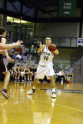 16 December 2006: Zach Freeman passes. The University of Chicago Maroons upset  the Illinois Wesleyan Titans 64 - 60 at the Shirk Center in Bloomington Illinois.<br />