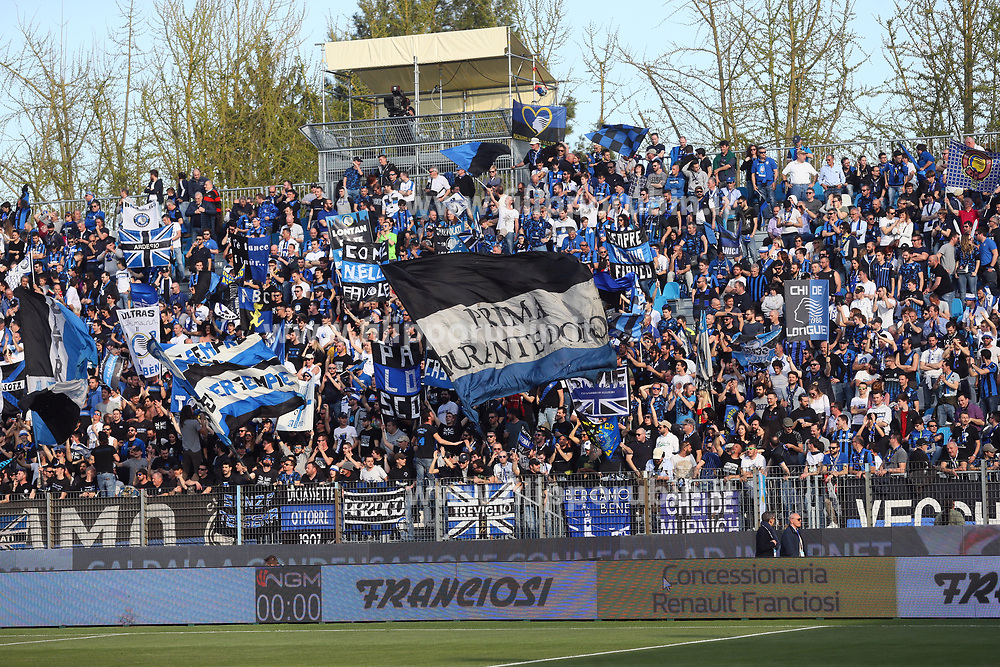 "Foto Filippo Rubin<br /> 07/04/2018 Ferrara (Italia)<br /> Sport Calcio<br /> Spal - Atalanta - Campionato di calcio Serie A 2017/2018 - Stadio ""Paolo Mazza""<br /> Nella foto: I TIFOSI DELL'ATALANTA<br /> <br /> Photo by Filippo Rubin<br /> April 07, 2018 Ferrara (Italy)<br /> Sport Soccer<br /> Spal vs Atalanta - Italian Football Championship League A 2017/2018 - ""Paolo Mazza"" Stadium <br /> In the pic: ATALANTA SUPPORTERS"