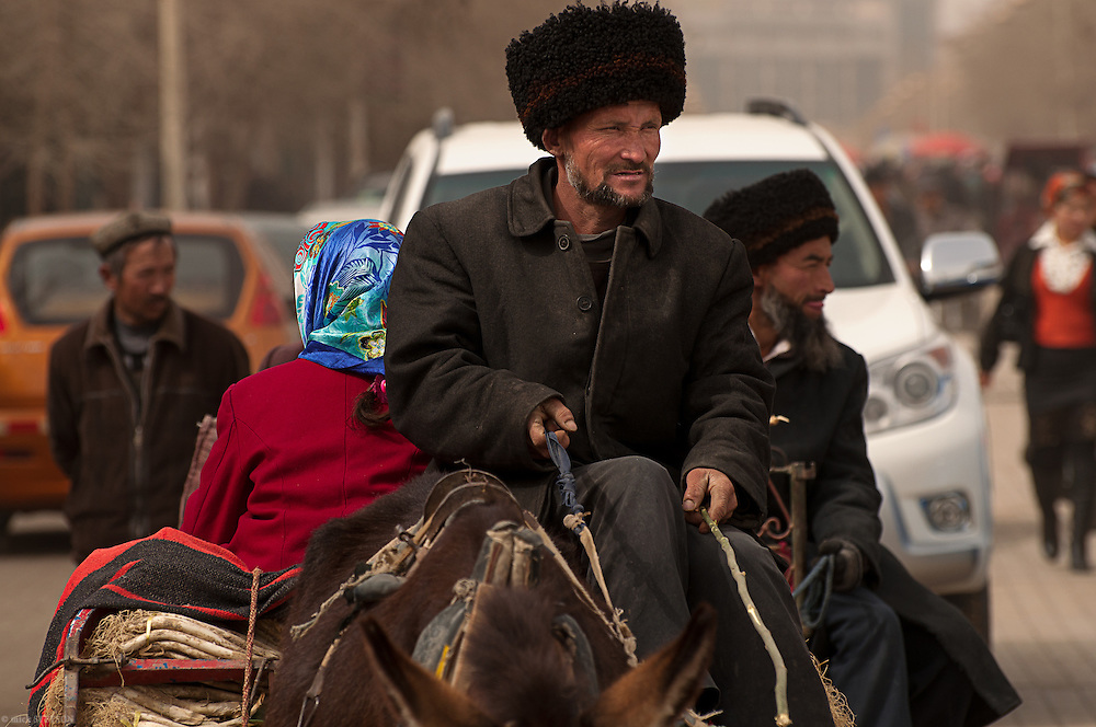 — Although modern vehicles are gradually taking over the roads of Hotan, old ways of transporting goods still persist in this ancient trading center.