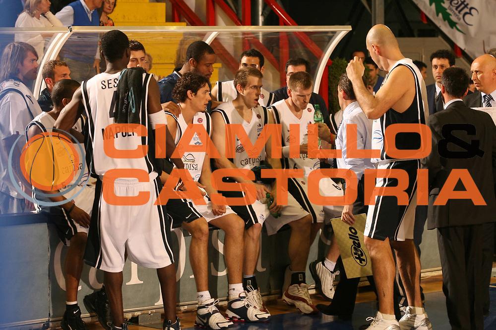 DESCRIZIONE : Napoli Lega A1 2005-06 Carpisa Napoli Upea Capo Orlando<br />GIOCATORE : Team Carpisa Napoli<br />SQUADRA : Carpisa Napoli<br />EVENTO : Campionato Lega A1 2005-2006<br />GARA : Carpisa Napoli Upea Capo Orando<br />DATA : 04/05/2006<br />CATEGORIA : Delusione<br />SPORT : Pallacanestro<br />AUTORE : Agenzia Ciamillo-Castoria/G.Ciamillo