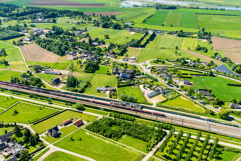 Nederland, Gelderland, Gemeente Zevenaar, 29-05-2019; Betuweroute met vrachttrein. De trein heeft de tunnel Zevenaar verlaten en is onderweg naar de grens met Duitsland. <br /> Betuwe route with freight train. The train has left the Zevenaar tunnel and is en route to the border with Germany.<br /> <br /> luchtfoto (toeslag op standard tarieven);<br /> aerial photo (additional fee required);<br /> copyright foto/photo Siebe Swart