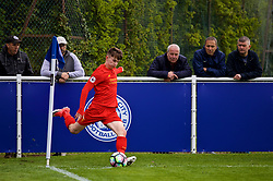 LEICESTER, ENGLAND - Easter Monday, April 17, 2017: Liverpool's Ben Woodburn takes a corner-kick against Leicester City during the Under-23 FA Premier League 2 Division 1 match at Holmes Park. (Pic by Concepcion Valadez/Propaganda)