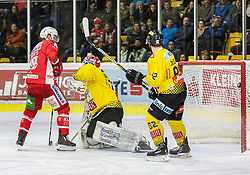 05.03.2019, Stadthalle, Klagenfurt, AUT, EBEL, EC KAC vs Vienna Capitals, 52. Runde, im Bild Stefan GEIER (EC KAC, #19), Bernhard STARKBAUM (spusu Vienna CAPITALS, #29), Chris DESOUSA (spusu Vienna CAPITALS, #82) // during the Erste Bank Eishockey League 52th round match between EC KAC and Vienna Capitals at the Stadthalle in Klagenfurt, Austria on 2019/03/05. EXPA Pictures © 2019, PhotoCredit: EXPA/ Gert Steinthaler
