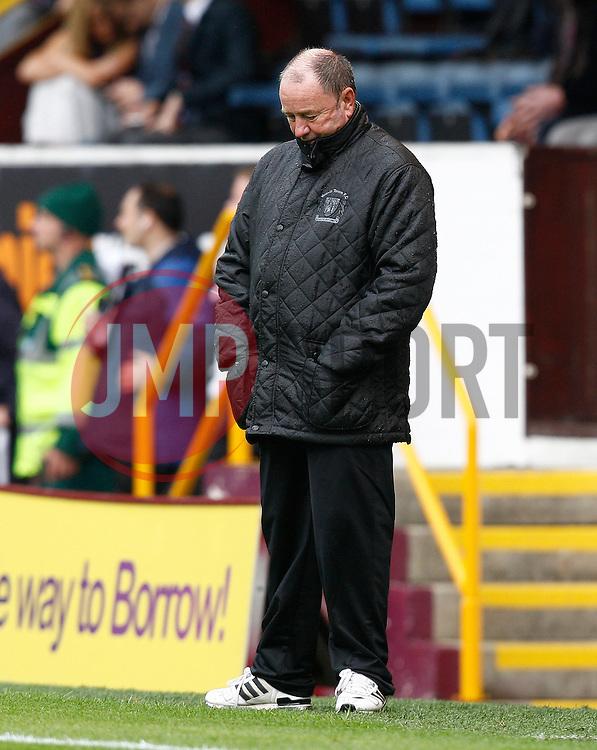 Yeovil Town Manager, Gary Johnson looks dejected-Photo mandatory by-line: Matt Bunn/JMP - Tel: Mobile: 07966 386802 17/08/2013 - SPORT - FOOTBALL - Turf Moor - Burnley -  Burnley V Yeovil Town - Sky Bet Championship
