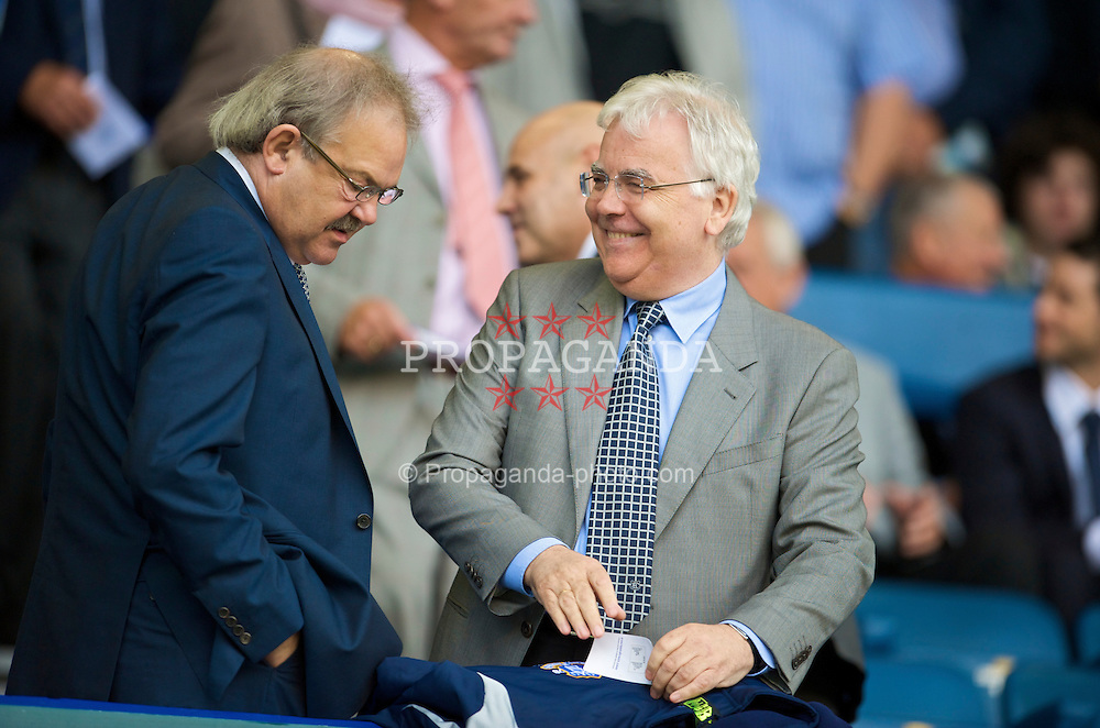 LIVERPOOL, ENGLAND - Sunday, August 30, 2009: Everton Chairman Bill Kenwright and Deputy Chairman Jon Woods during the Premiership match at Goodison Park. (Photo by David Rawcliffe/Propaganda)