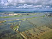 Nederland, Noord-Brabant, Drimmelen, 25-02-2020; Brabantse Biesbosch, zicht op Polder Noordwaard bij hoogwater, de polder fungeert als overloopgebied bij hoogwater. De dijken aan de rivier de Nieuwe Merwede (midden) zijn gedeeltelijk afgegraven waardoor de rivier bij hoogwater via de Noordwaard en de Biesbosch sneller naar zee gaat stromen. Gevolg van de ingrepen in het kader van Ruimte voor de Rivier is dat de waterstand verder stroomopwaarts zal dalen. Huizen en boerderijen zijn verplaatst naar nieuw aangelegde terpen.<br /> Brabantse Biesbosch, view of Polder Noordwaard during high waters. The Noordwaard Polder serves as an overflow area and gives 'Room to the River'. Houses and farmhouses have been demolished and rebuild on new dwelling mounds.<br /> luchtfoto (toeslag op standard tarieven);<br /> aerial photo (additional fee required)<br /> copyright © 2020 foto/photo Siebe Swart
