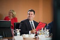 DEU, Deutschland, Germany, Berlin, 21.08.2019: Bundesarbeitsminister Hubertus Heil (SPD) vor Beginn der 64. Kabinettsitzung im Bundeskanzleramt.