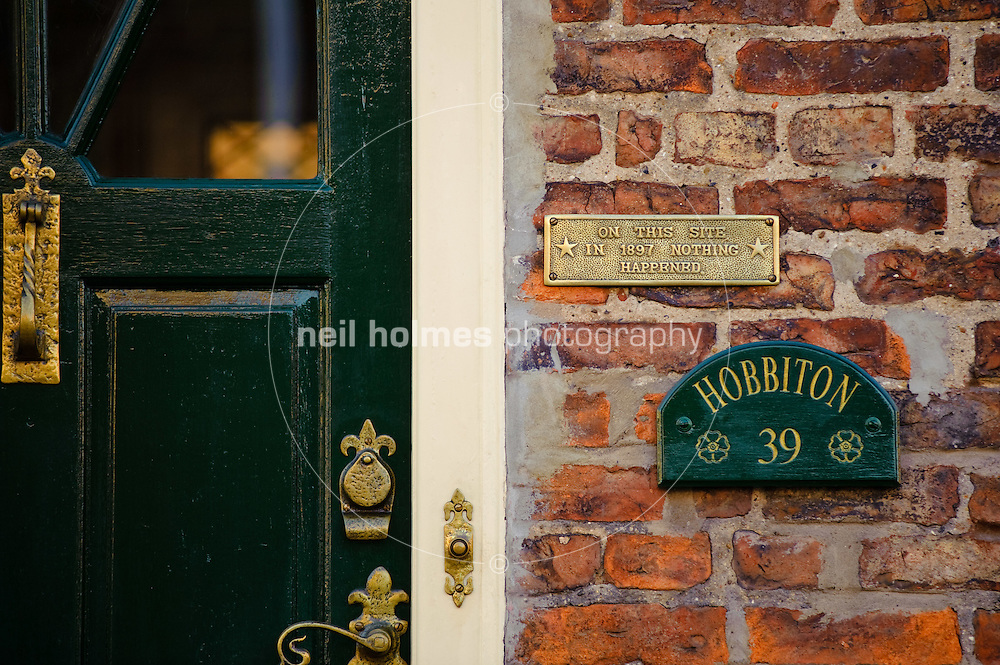 On thia site in 1897 nothing happend, amusing sigh on a house at 39 Soutter Gate.