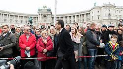 26.10.2016, Heldenplatz, Wien, AUT, Nationalfeiertag und Angelobung der neuen Rekruten. im Bild Bundeskanzler Christian Kern (SPÖ) mit Besuchern // Federal Chancellor of Austria Christian Kern with visitors during Austrian National Day at Heldenplatz in Vienna, Austria on 2016/10/26 EXPA Pictures © 2016, PhotoCredit: EXPA/ Michael Gruber