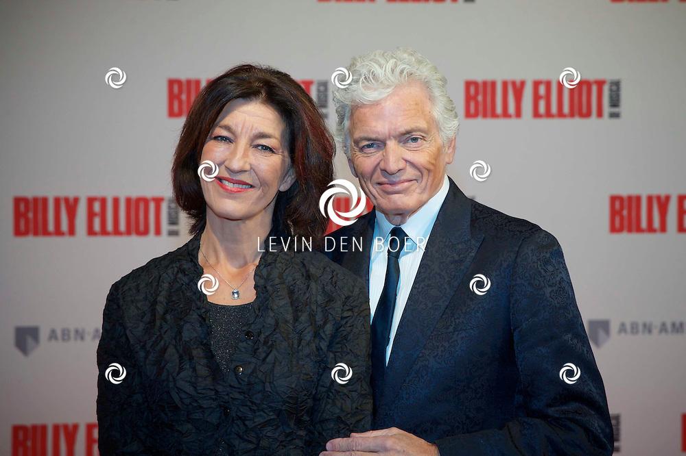 DEN HAAG - In het Afas Theater is de Nederlandse Premiere van Billy Eliot. Met hier op de foto  Ben Cramer en partner Carla van der Waal. FOTO LEVIN DEN BOER - PERSFOTO.NU