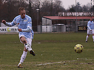 FODBOLD: Jonas Kallehauge (Helsingør) afslutter under kampen i Danmarksserien, pulje 1, mellem HB Køge og Elite 3000 Helsingør den 1. april 2010 på Køge Stadion. Foto: Claus Birch
