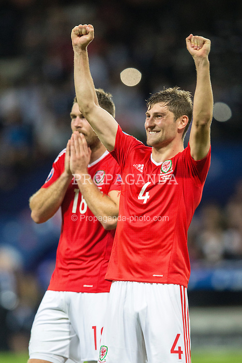 TOULOUSE, FRANCE - Monday, June 20, 2016: Wales' Ben Davies celebrates the 3-0 victory and progression into the knockout stages after the final Group B UEFA Euro 2016 Championship match against Russia at Stadium de Toulouse. (Pic by Paul Greenwood/Propaganda)