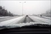 Nederland, Nijmegen, 8-2-2007 ..Een flinke sneeuwbui gaat over de stad.Het verkeer moet weer wennen aan het rijden in winterse omstandigheden...Foto: Flip Franssen/Hollandse Hoogte
