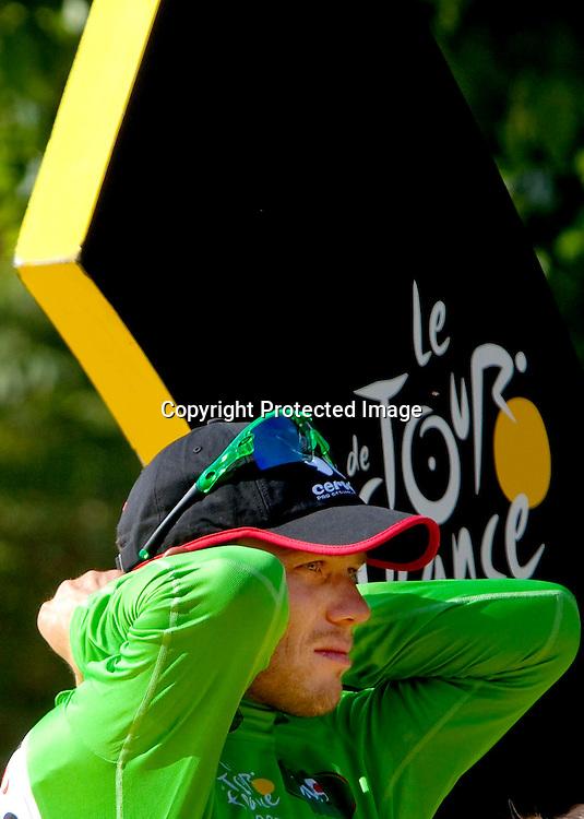 Frankrike.  Paris.  20090726. Thor Hushovd mottar den grønne trøya til odel og eie på podiet i Paris...FOTO: DANIEL SANNUM LAUTEN