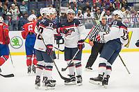 Ishockey<br /> VM 2015<br /> 02.05.2015<br /> Norge v USA 1:2<br /> Foto: imago/Digitalsport<br /> NORWAY ONLY<br /> <br /> BILDET INNGÅR IKKE I FASTAVTALENE PÅ NETT<br /> <br /> Trevor Lewis (USA) celebrates his goal with Justin Faulk and Nick Bonino on 1:1 against Norway.
