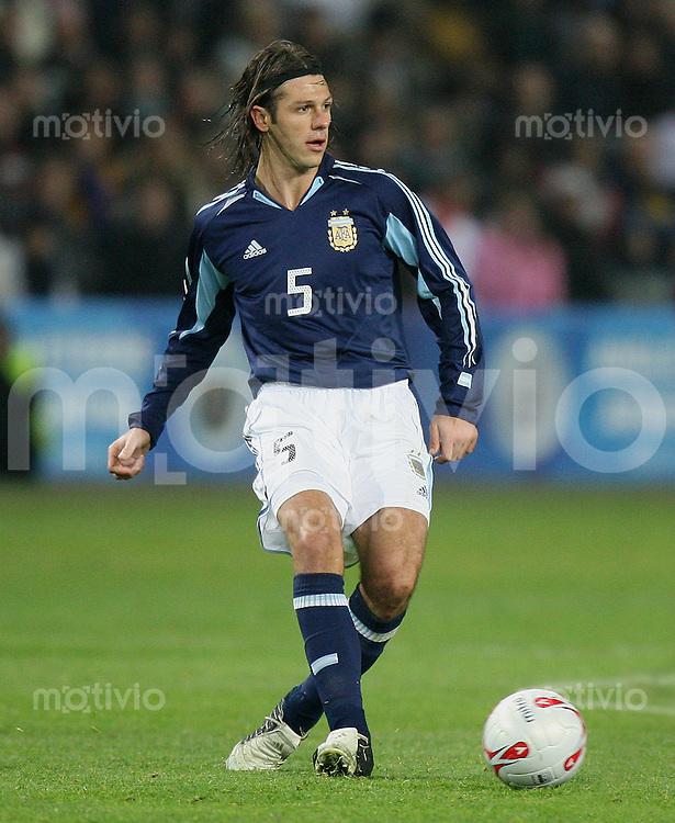 Fussball International Testspiel England 3-2 Argentinien Martin Demichelis (ARG) am Ball