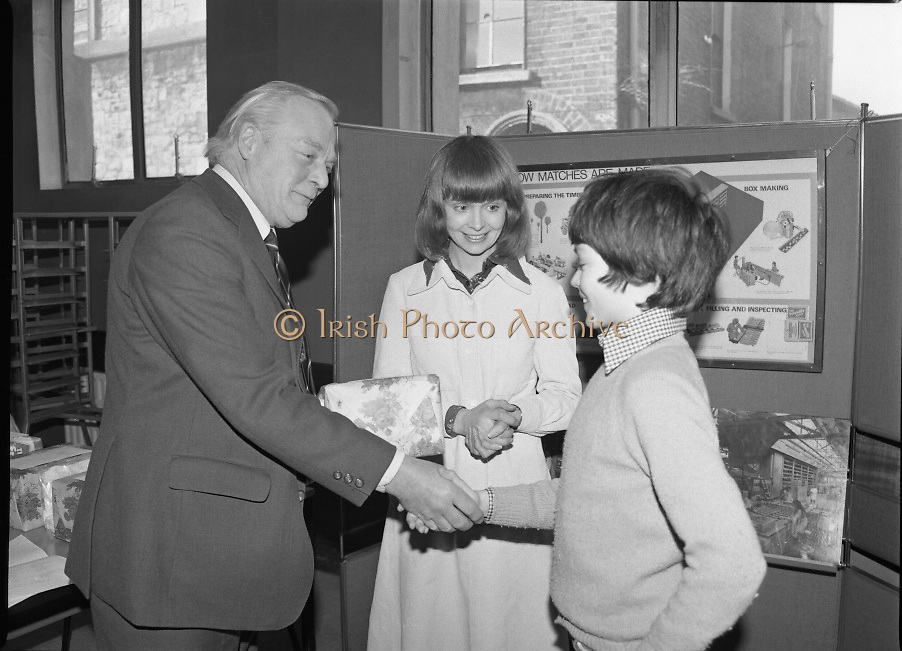 1980-03-07.7th March 1980.07/03/1980.03-07-80..Photographed at Maguire & Paterson, Dublin..A Matching Hand:..Alan Buttanshaw, Managing Director of Maguire & Paterson shakes the hand of Mark Burke (13), winner of a £15 prize, William Street, New Ross, Co Wexford, under the 'matchful' eye of Ruth Buchanan, presenter of RTE's Poparama.