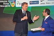 DESCRIZIONE : Monza Vila Reale Italia Basket Hall of Fame<br /> GIOCATORE : Gianluigi Paragone Dino Meneghin<br /> SQUADRA : <br /> FIP Federazione Italiana Pallacanestro <br /> EVENTO : Italia Basket Hall of Fame<br /> GARA : <br /> DATA : 29/06/2010<br /> CATEGORIA : Premiazione<br /> SPORT : Pallacanestro <br /> AUTORE : Agenzia Ciamillo-Castoria/M.Gregolin