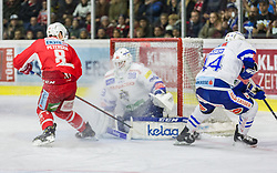 28.12.2018, Stadthalle, Klagenfurt, AUT, EBEL, EC KAC vs EC VSV, 32. Runde, im Bild Nick PETERSEN (EC KAC, #8), Dan Bakala (EC Panaceo VSV, #39), Jamie Fraser (EC Panaceo VSV, #44) // during the Erste Bank Eishockey League 32th round match between EC KAC and EC VSV at the Stadthalle in Klagenfurt, Austria on 2018/12/28. EXPA Pictures © 2018, PhotoCredit: EXPA/ Gert Steinthaler