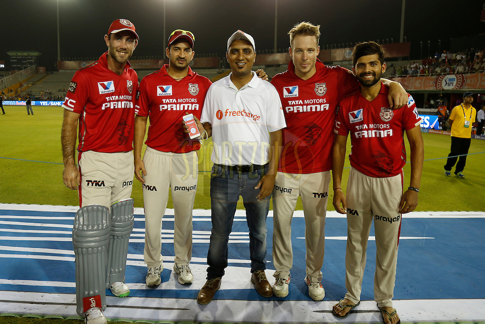Left - Right Glenn Maxwell, Mohit Sharma , David Miller and Manan Vohra of Kings XI Punjab with Freecharge fan  during the presentation ceremony after the match 10 of the Vivo Indian Premier League ( IPL ) 2016 between the Kings XI Punjab and the Rising Pune Supergiants held at the IS Bindra Stadium, Mohali, India on the 17th April 2016<br /> <br /> Photo by Deepak Malik/ IPL/ SPORTZPICS