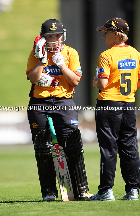 Wellington keeper Andrea Stockwell takes drinks out to Lucy Doolan (left).<br /> State League 20/20 final. Wellington Blaze v Canterbury Magicians at Allied Prime Basin Reserve, Wellington. Saturday, 25 January 2009. Photo: Dave Lintott/PHOTOSPORT