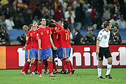 07-07-2010 VOETBAL: FIFA WORLDCUP 2010 SPANJE - DUITSLAND: DURBAN<br /> Halve finale WC 2010 - Spanje wint met 1-0 van Duitsland /  Spain celebrate after the Spanish goal is scored from Puyol, vorne Philipp Lahm ( FC Bayern Muenchen #16 )<br /> ©2010-FRH- NPH/ Kokenge (Netherlands only)