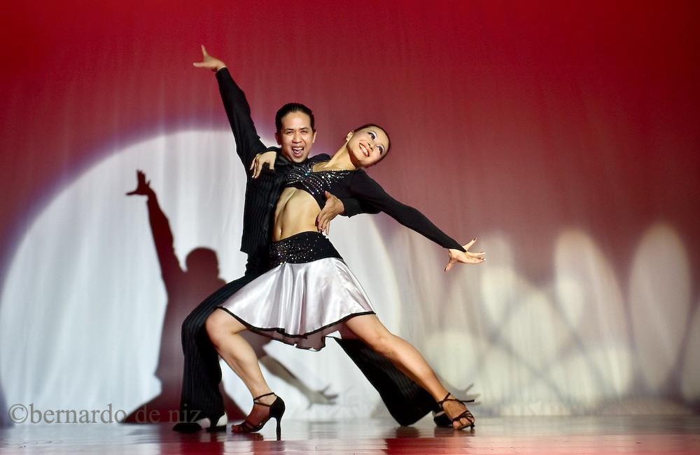 Chines salsa dancers during a Latin dance contest in Beijing, China. / Photo: Bernardo De Niz