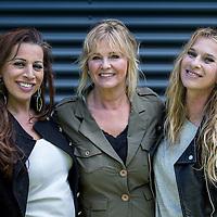Nederland, Bussum, 3 mei 2016.<br /> 3 van de 5 zangeressen uit de voormalige meiden band de Dolly Dots.<br /> Op de foto: Dolly Dots ESTHER OOSTERBEEK, Ang&eacute;la KRAMERS en ANITA HEILKER<br /> <br /> Dolly Dots were a popular Dutch girl band in the 1980s. With their style of upbeat dance/pop, they scored many hits throughout Europe<br /> <br /> Foto: Jean-Pierre Jans