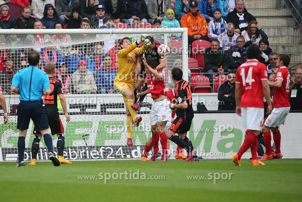 03.05.2015, Coface Arena, Mainz, GER, 1. FBL, 1. FSV Mainz 05 vs Hamburger SV, 31. Runde, im Bild v.l.: Rene Adler (HSV) klaert im eigenen Strafraum // during the German Bundesliga 31th round match between 1. FSV Mainz 05 and Hamburger SV at the Coface Arena in Mainz, Germany on 2015/05/03. EXPA Pictures &copy; 2015, PhotoCredit: EXPA/ Eibner-Pressefoto/ Neurohr<br /> <br /> *****ATTENTION - OUT of GER*****